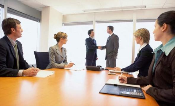 как назначить двух равноправных управленцев в компанию
