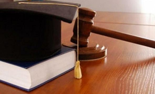 najti advokata
