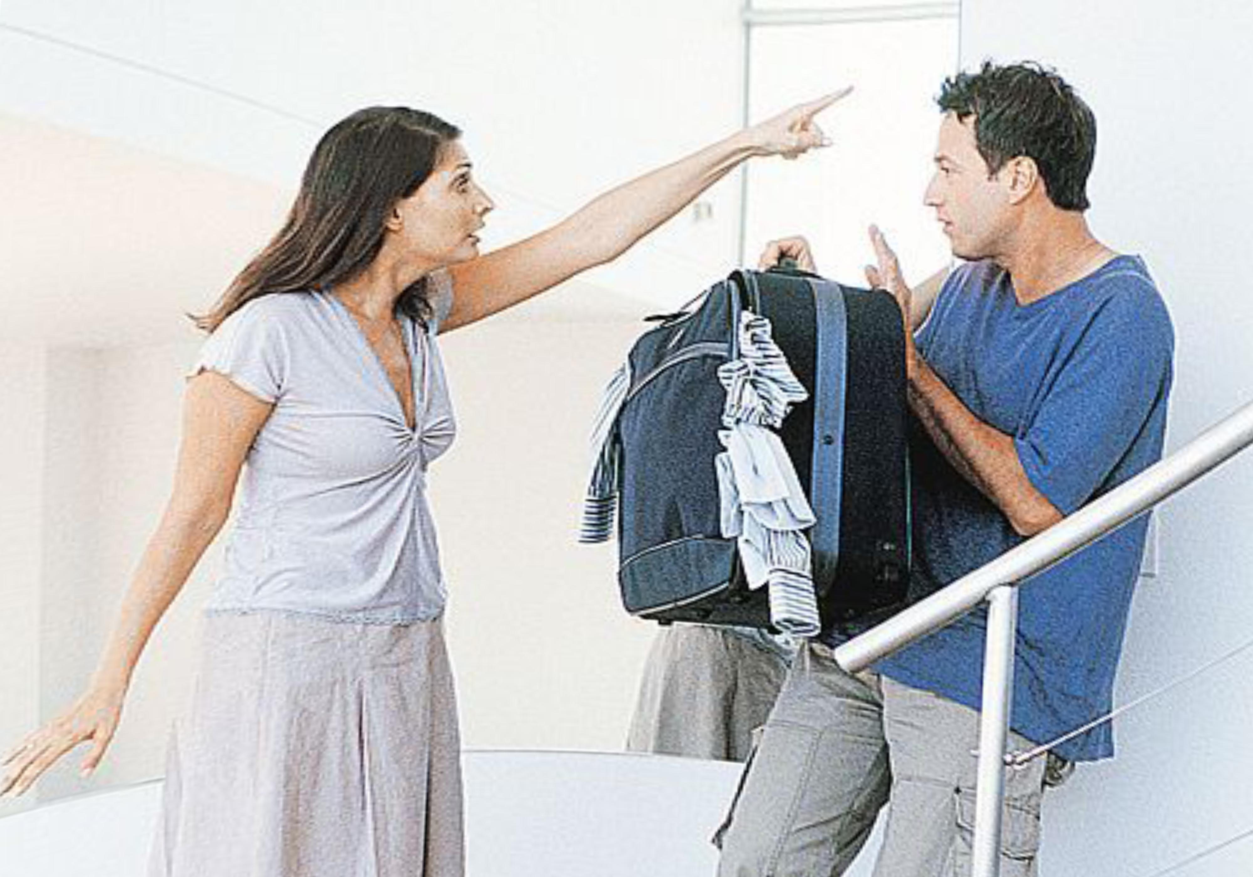 Как выселить человека из квартиры если он в ней прописан